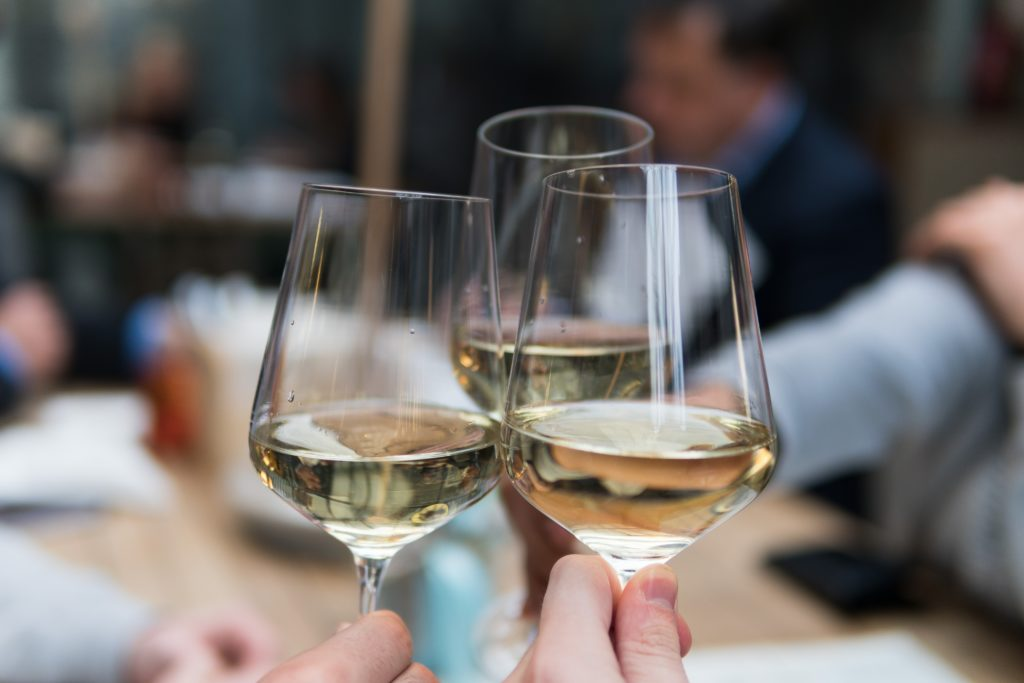 Boire un verre, bar à vins, sortir autour de grignan